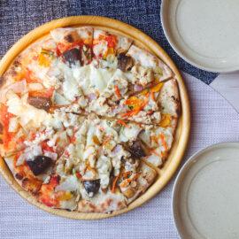 手作り土窯の焼きたてピザ