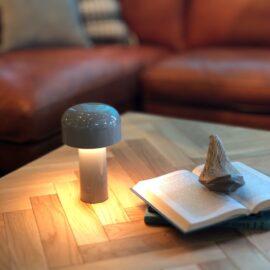 屋外でも使える持ち運び可能な携帯用ランプ